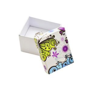 Bílá krabička s motýlem a květinami