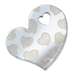 Ocelový přívěsek srdce - dvanáct matných srdéček na povrchu a otvor pro řetízek ve tvaru srdce