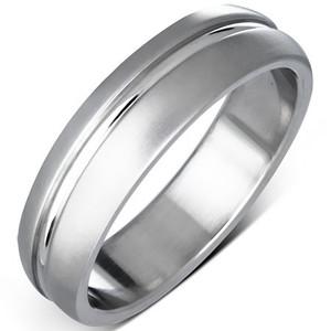 Matný ocelový prsten s broušenou linkou uprostřed